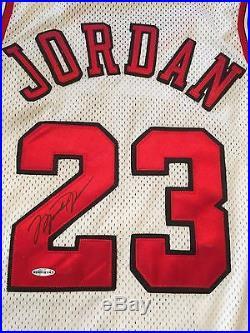 1995-95 Game Issued Michael Jordan Autographed Signed Bulls Jersey UDA COA NWT