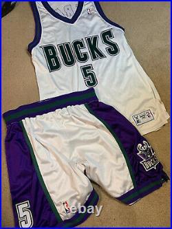 1997-98 Elliot Perry #5 Milwaukee Bucks Starter Game Issued Jersey Shorts White