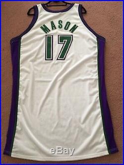 SIGNED Anthony Mason 2001-02 Milwaukee Bucks Game Used / Issued Pro Cut Jersey